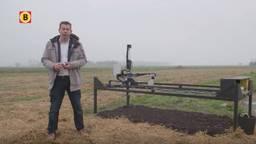 Arend Koekkoek legt de werking van de Pixelfarm robot uit