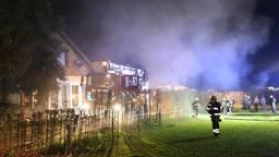 Bij de brand is veel rook vrijgekomen (foto: Marco van den Broek/SQ Vision Mediaprodukties)