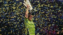 Michael van Gerwen viert een groot succes, het winnen van het WK in januari 2017. (Foto: VI Images)