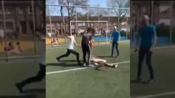 De jongen werd door meerdere jongens geschopt en geslagen