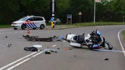 Veel schade aan de politiemotor. (Foto: Sander van Gils/SQ Vision)