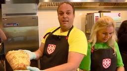 Frans Bauer in de keuken van Omroep Brabant.