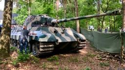 Aankomst van de Königstiger tank (Foto: Raoul Cartens)