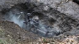 De brandende quad werd in een gat gevonden (foto: Gabor Heeres/SQ Vision Mediaprodukties)