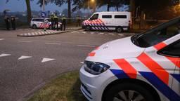 Politie op de plek van de schietpartij aan de Hoogheuvelstraat in Oss. (foto: Gabor Heeres/ SQ Vision)