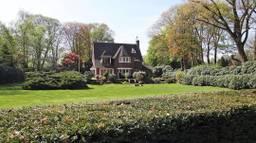 Het nieuwe landgoed van Guus Meeuwis ligt in een behoorlijk bosrijk gebied. (Foto: Hulstkamp Makelaars)