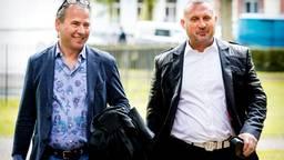 Klaas Otto (rechts) met zijn nu ontslagen advocaat Louis de Leon, Groningen zomer 2018. (Archieffoto: ANP)