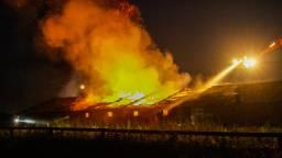 De schuur is verwoest door de grote brand (foto: Pim Verkoelen/SQ Vision Mediaprodukties).