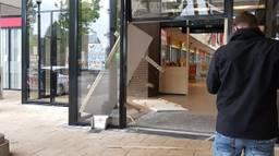 De pui van het winkelcentrum werd geramd. (Foto Twitter Merel de Leuw: @merelzoe)