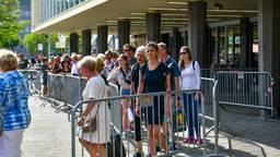 Reizigers zijn massaal gestrand op station Eindhoven (foto: Dave Hendriks/SQ Vision Mediaprodukties)