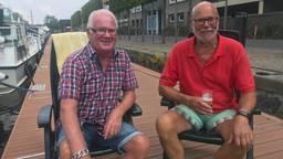 Ton (links) en Hans (rechts) genieten altijd als ze tijdens de kermis met de boot in Tilburg liggen