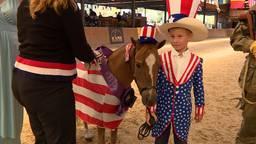Paardjes in kostuums tijdens het EK in De Mortel.