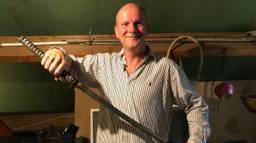 Ongediertebestrijder Theodoor zet zelfs een zwaard in (foto: Tom van den Oetelaar)