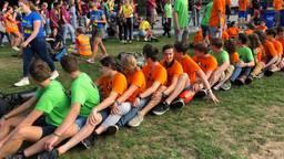 Studenten bouwen een feestje bij de introductie op de TUE