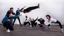 De dansers van The Ruggeds. Van links naar rechts: Duzk, Jazzy Gypz, Niek, Leelou, Skychief, Tawfiq, Stepper, Roy