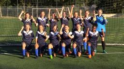 De voetbalsters van de DIA Meisjes Academie.