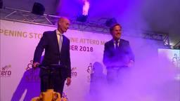 Premier Mark Rutte draait de symbolische stoomkraan open.