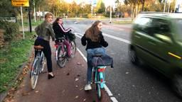 Wethouder Inge van Dijk met Miranda en Amy (foto: Paul Post)