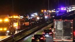 Bij het ongeluk zijn zeker zes auto's betrokken. (Foto: SK Media)