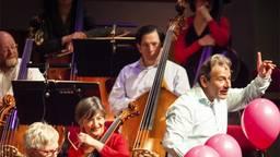 Dirigent Jules van Hessen (foto: website Muziekgebouw Eindhoven)