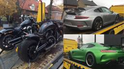 De voertuigen die in beslag zijn gevonden (Foto: Fiod)