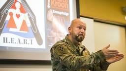 Kroon tijdens een lezing over zijn boek Kroongetuige (foto: ANP).
