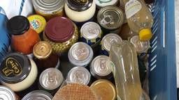 Producten voor de Voedselbank. (Foto: Petra van Middendorp)