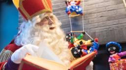 De Sint denkt na wat hij alle kinderen zou schenken (foto: Kevin Cordewener)