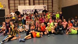 Bossche basisschool-kinderen krijgen basketballers met een missie op bezoek