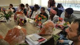 Bloemen voor de inburgeraars die startten met de cursus