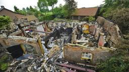 De woonboerderij van Leo Aarden brandde in 2014 volledig af. (Foto: Rico Vogels).