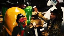 Een 'still' uit de videoclip.