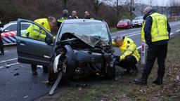 Bij het ongeluk raakten twee mensen gewond. (Foto: SQ Vision)