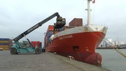 Een containerschip van A2B-Online in de zeehaven Moerdijk. (foto: Raoul Cartens)