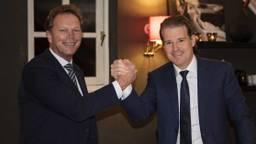 Directeur Inkoop Jos Smetsers van DAF Trucks (links) en president-directeur Willem van der Leegte van VDL Groep. (foto: VDL).