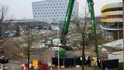 Sloopwerkzaamheden bij de ingestorte parkeergarage bij Eindhoven Airport (archieffoto: Danny van Schijndel)