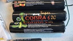 De man uit Hoogerheide bleek het illegale, levensgevaarlijke vuurwerk COBRA6 bij zich te hebben