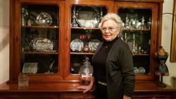 Willemien Schellekens gaat haar antiek winkel sluiten (foto: Merel de Leuw)