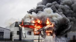 Het bouwbedrijf stond snel in lichter laaie (foto: Danny van Schijndel/112Nieuwsonline).