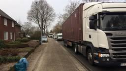 Vrachtwagens rijden dagelijks dwars door St. Hubert.