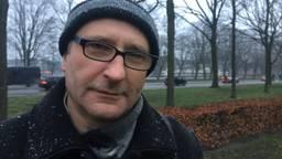 De Poolse kunstenaar Tomasz Tomaszewski in het Bredase park waar voor oktober zijn kunstwerk komt.