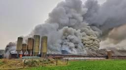 De brand is enorm (foto: Toby de Kort)