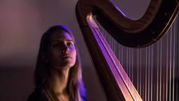 Harpiste Marieke Schoenmakers (foto: Jean-Pierre Geussens)