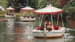 In de Efteling stap je binnenkort in het liefdesbootje (Foto: Efteling)