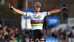 Mathieu van der Poel alweer terug op de fiets (Foto: VI Images).