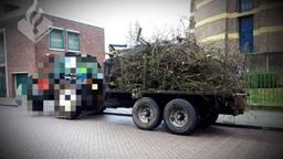De lading stak tot een meter uit Foto: Politie Tilburg Centrum