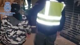 De jongen werd in Barcelona teruggevonden (fragment uit filmpje van Spaanse politie).