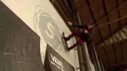 Talent Remco Erkeland op skatebaan Pier15 in Tilburg.