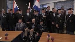 Hendrik Bouwens met burgemeester en mede-veteranen
