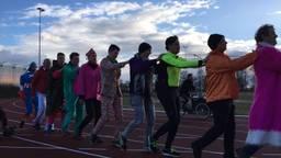 De elf deelnemers hebben maar liefst 17,9 kilometer in de polonaise gelopen